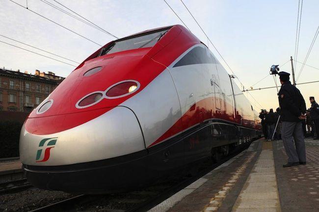 Incendio doloso alla stazione di Bologna: indagini in corso