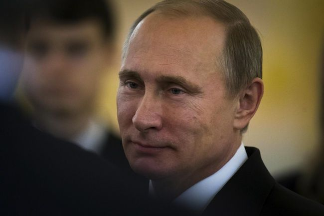 Putin tiene in scacco l'Eni: pagano gli italiani?