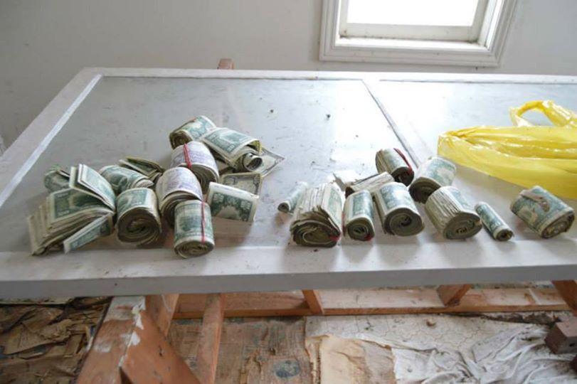Fotografo scopre un tesoro nascosto in una vecchia casa abbandonata