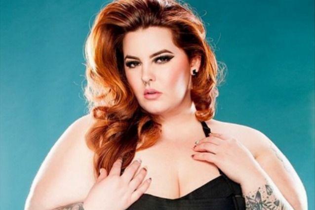 Tess Holliday, modella super curvy ottiene un contratto e ribalta gli standard della bellezza estetica