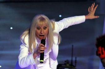 Heather Parisi contro Raffaella Carrà: 'Forte Forte Forte? Lorella Cuccarini accenda un cero alla Madonna'