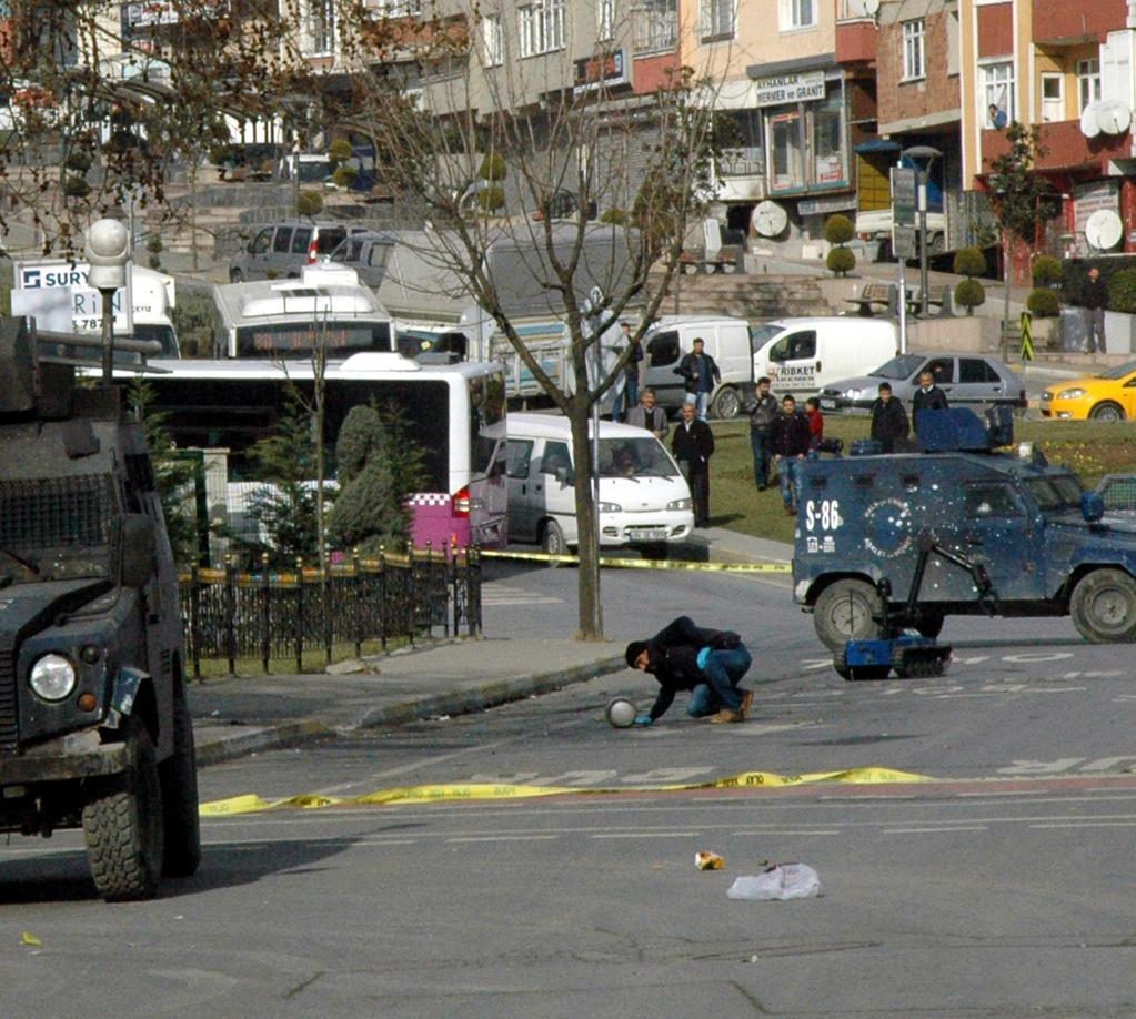 Turchia: esplosione a Istanbul, trovate altre bombe in città