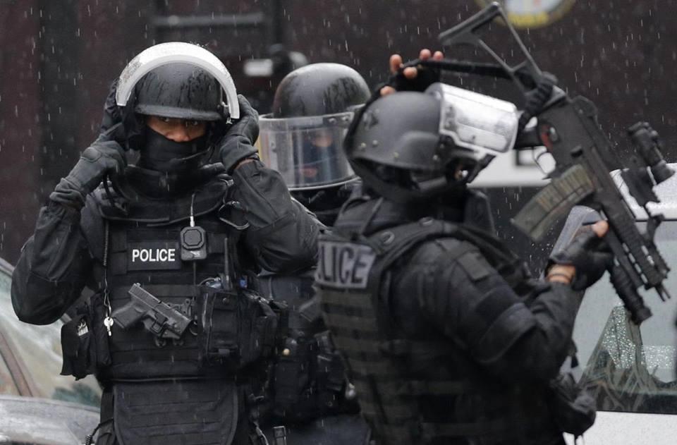 Francia: liberati gli ostaggi sequestrati in ufficio postale alla periferia di Parigi