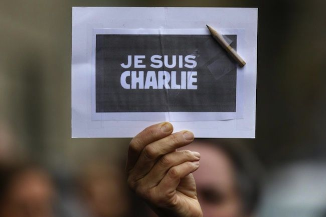 Attentato al Charlie Hebdo, spuntano tesi complottiste