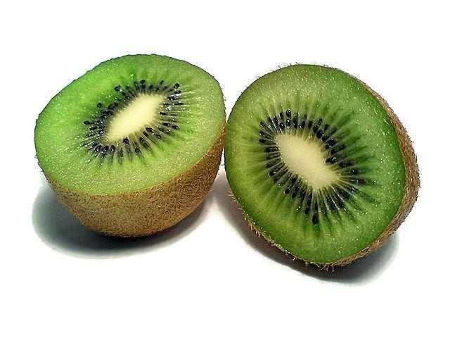 Kiwi: proprietà lassative, cosmetiche e terapeutiche