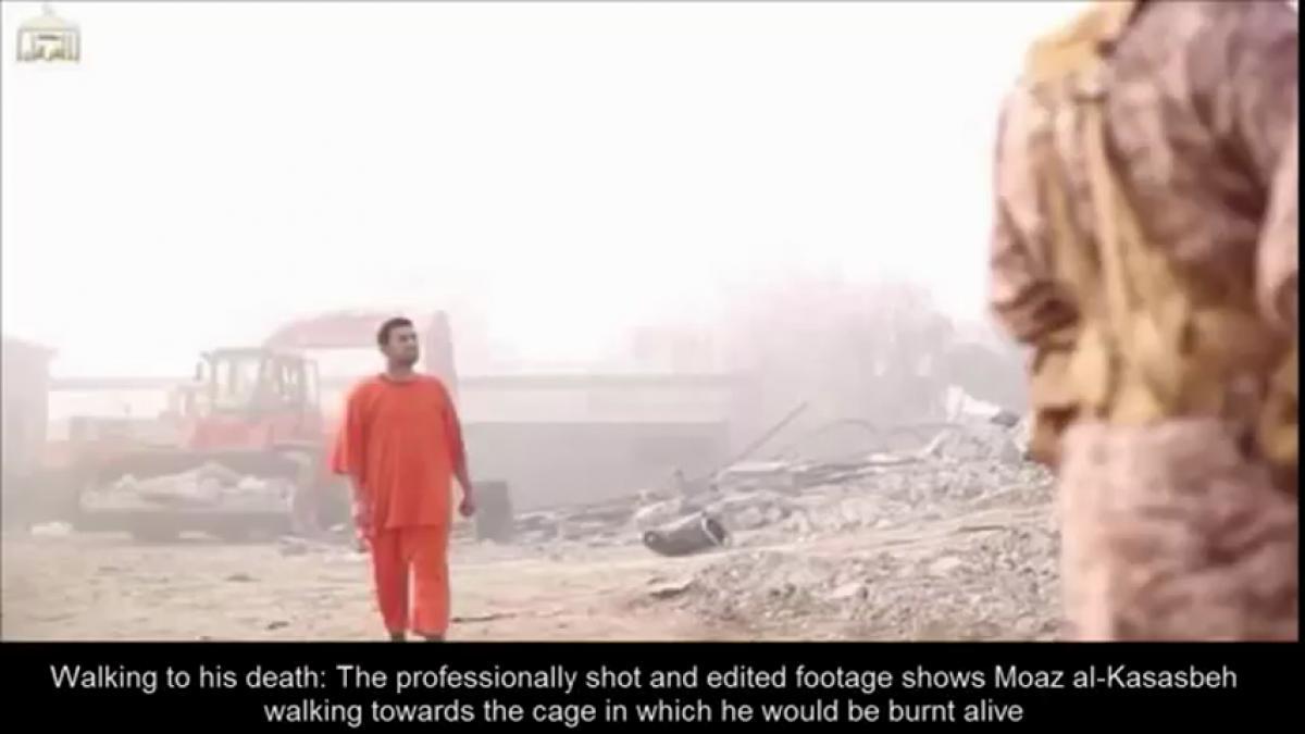 Pilota giordano arso vivo dall'Isis dubbi sulla veridicità del video