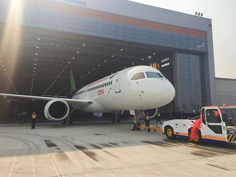 Il primo jet cinese passeggeri, C-919 sfida Boeing e Airbus