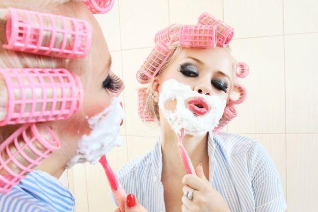 'Donne, fate la barba! Fa bene alla pelle e previene le rughe': i dubbi dei dermatologi