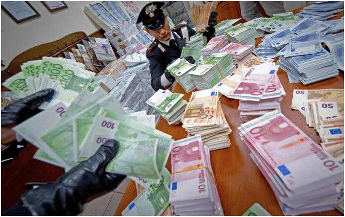 Riconoscere le banconote false: focus su 20 e 50 euro
