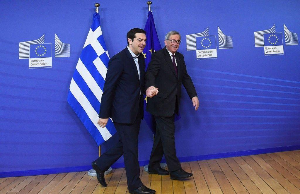 Aiuti Ue alla Grecia: la Bce minaccia di bloccare i fondi