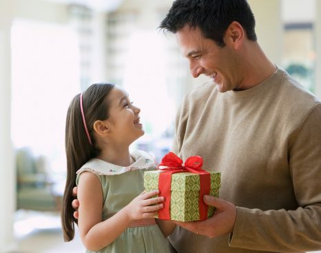 Passa San Valentino con la figlia, una coppia di sconosciuti gli paga la cena per ricompensarlo