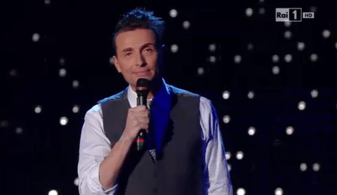 Angelo Pintus a Sanremo 2015: comicità con omaggio a Charlie Hebdo