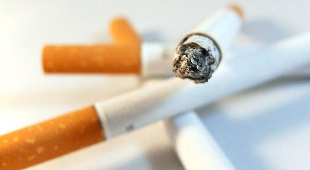 Fumare fa male: due terzi dei fumatori vivono 10 anni meno