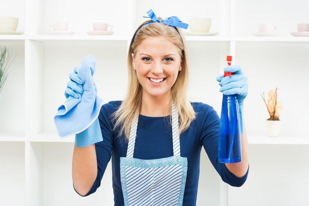 Lavoro da casalinga? Lo stipendio dovrebbe essere di 7mila euro