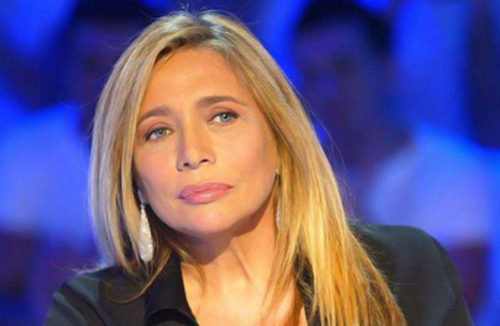 Mara Venier contro Simona Ventura dopo Le Invasioni Barbariche: 'Io qui lavoro tanto mentre lei è andata a Tirana'