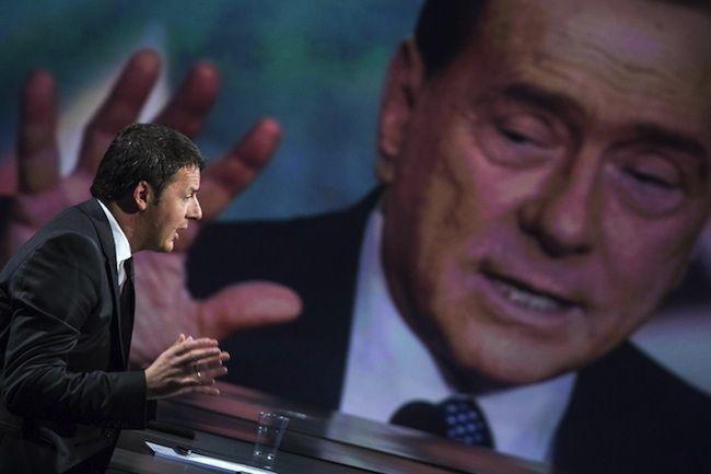 Patto del Nazareno scricchiola: Renzi minaccia Berlusconi colpendo Mediaset