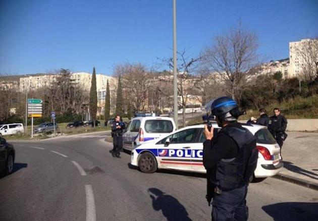 Sparatoria a Marsiglia: colpi di kalashnikov in strada