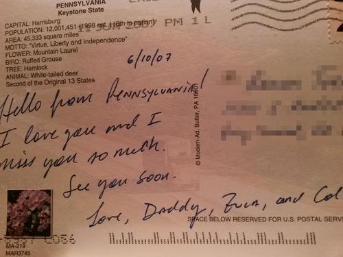 Bambino di 9 anni riceve una cartolina scritta dal padre morto nel 2013