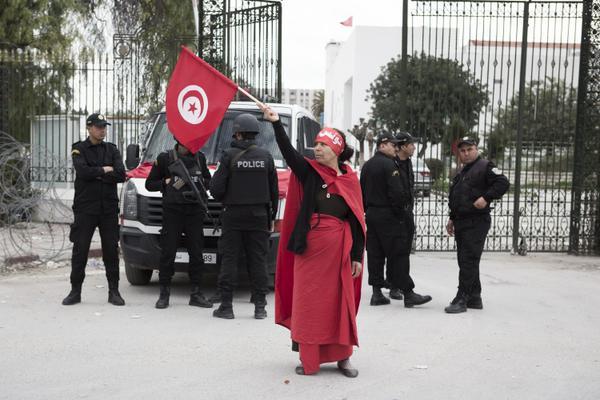 Attentato Tunisi: marcia contro il terrorismo dopo la strage al museo del Bardo