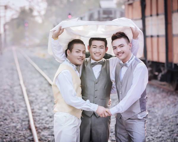 Triplo matrimonio gay in Thailandia: le foto fanno il giro del mondo