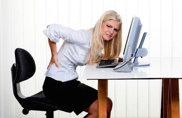 Stare troppo seduti fa male al fondoschiena: aumentano le sue dimensioni