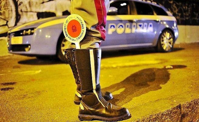 Suora sfreccia in corsia d'emergenza: la Polizia la insegue