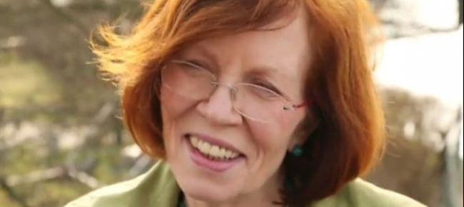 """Ha 65 anni, 13 figli, 7 nipoti e ha partorito 4 gemelli: """"Non ho paura, sono in forma e in salute"""""""