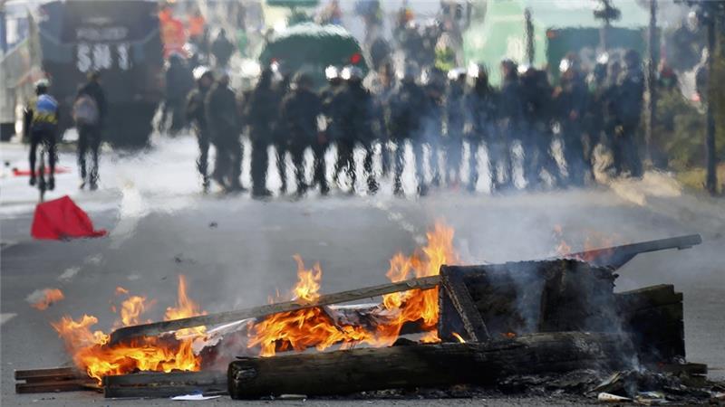 manifestanti violenti dall'Europa