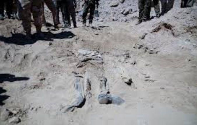 Isis: in Iraq trovate fosse comuni con migliaia di cadaveri