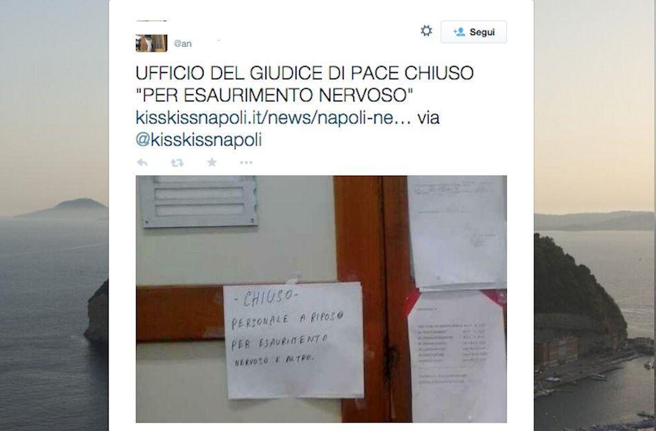 Ufficio pubblico chiuso per esaurimento nervoso del personale