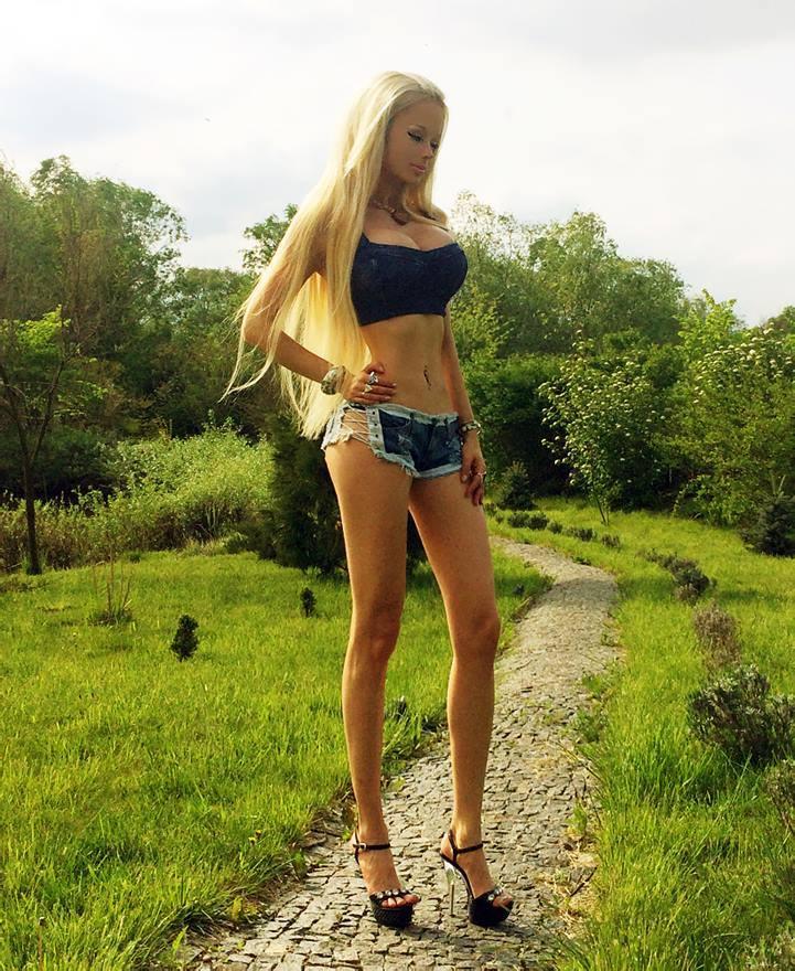 Valeria Lukyanova, la Barbie Umana torna con nuove foto su Facebook
