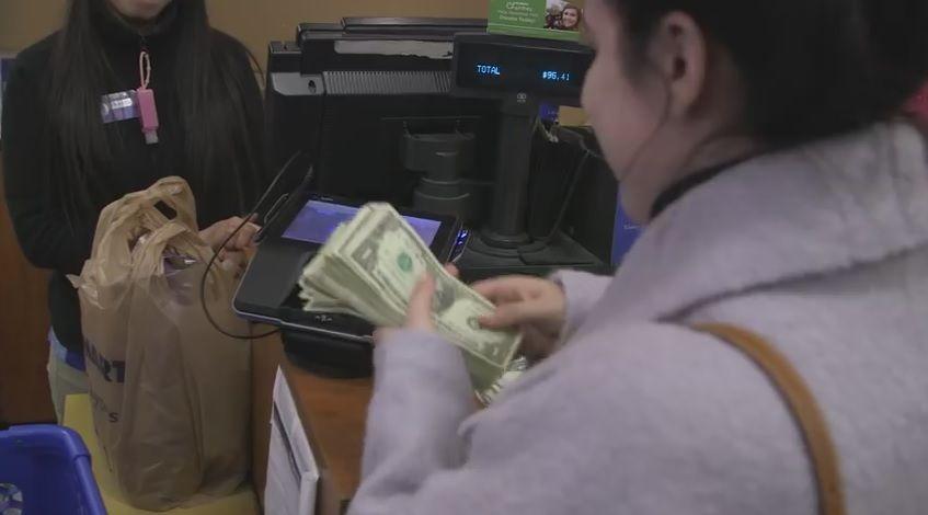 L'azienda che regala 100 dollari ai dipendenti da spendere in buone azioni