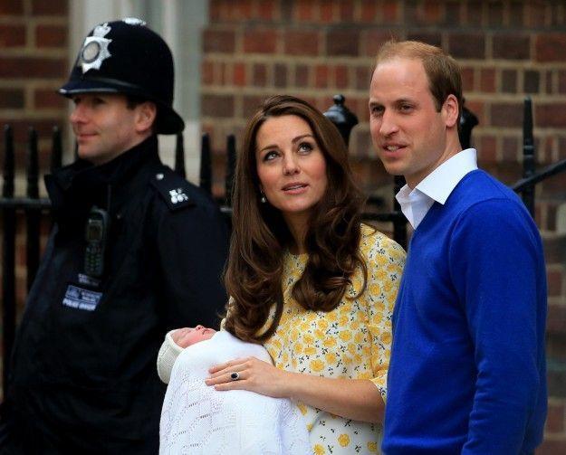 Royal Baby: la prima uscita della principessina con mamma Kate e papà William