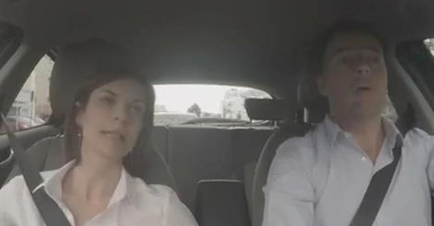 Matteo Renzi e Alessandra Moretti in auto in un video su Facebook