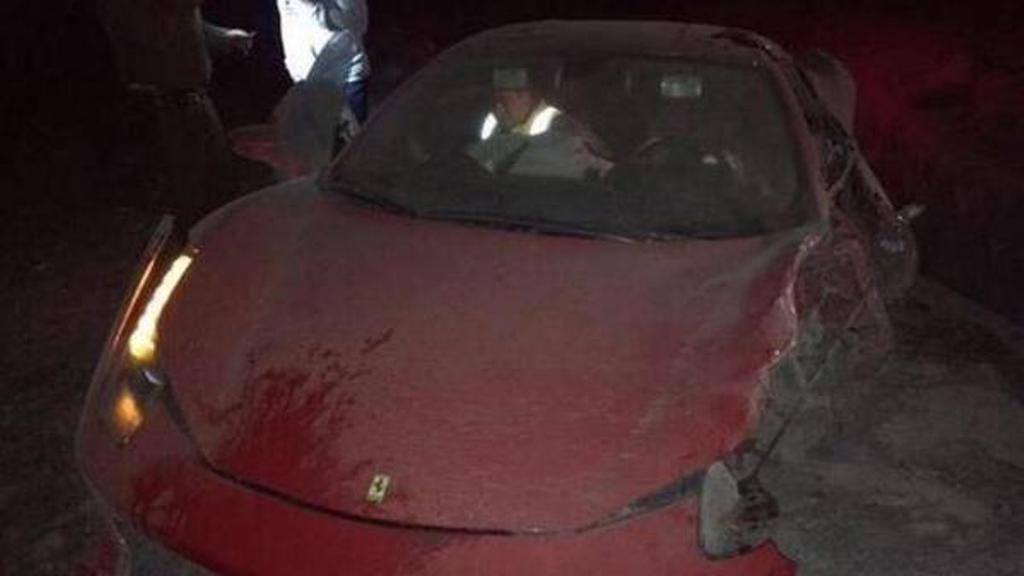 Paura per Arturo Vidal: si schianta con la Ferrari, illeso ma positivo all'alcol test