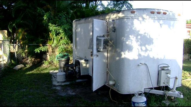 Trasforma la roulotte in doccia mobile per aiutare i senzatetto