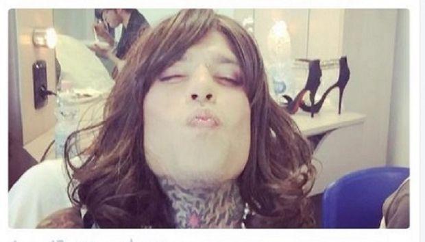 Fedez è Barbara D'Urso in una foto su Twitter: trovata per il nuovo videoclip