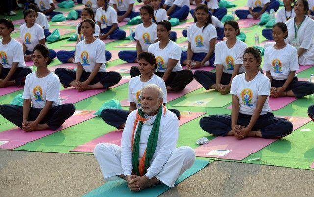 L'India festeggia la Giornata internazionale dello Yoga