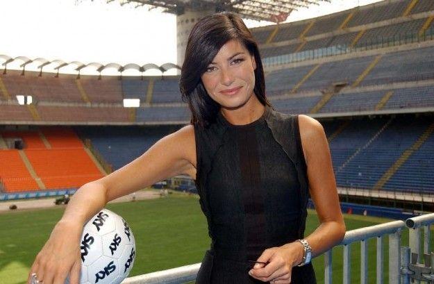 Ilaria D'Amico, gaffe alla presentazione del nuovo marchio di Alitalia: 'Il rafforzamento del maschio'