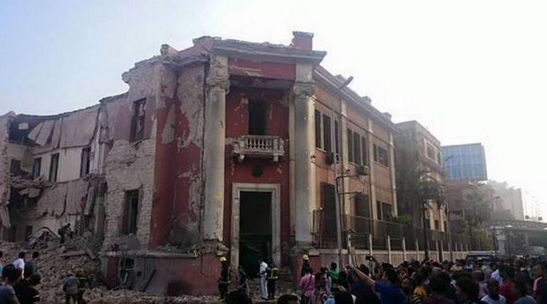 Egitto, bomba al Consolato italiano al Cairo: un morto. Isis rivendica l'attacco