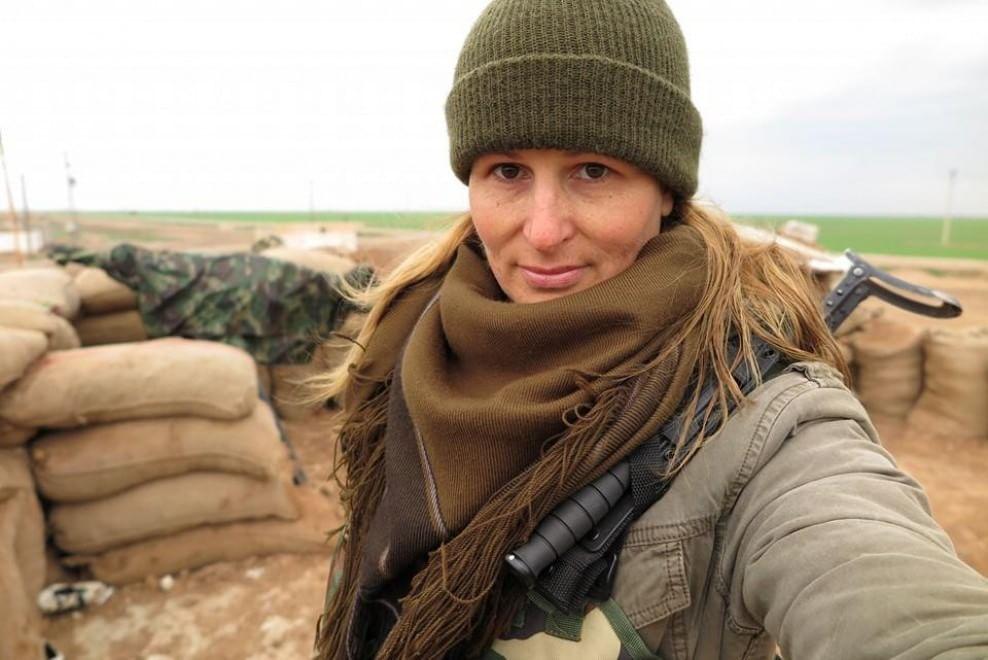 Tiger Sun, ex modella che combatte l'Isis al fianco delle guerrigliere curde