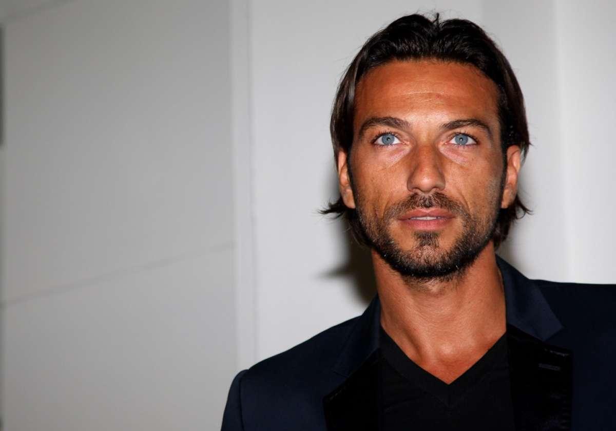 Costantino Vitagliano, l'ex tronista di Uomini e Donne confessa: 'Ho pensato al suicidio'