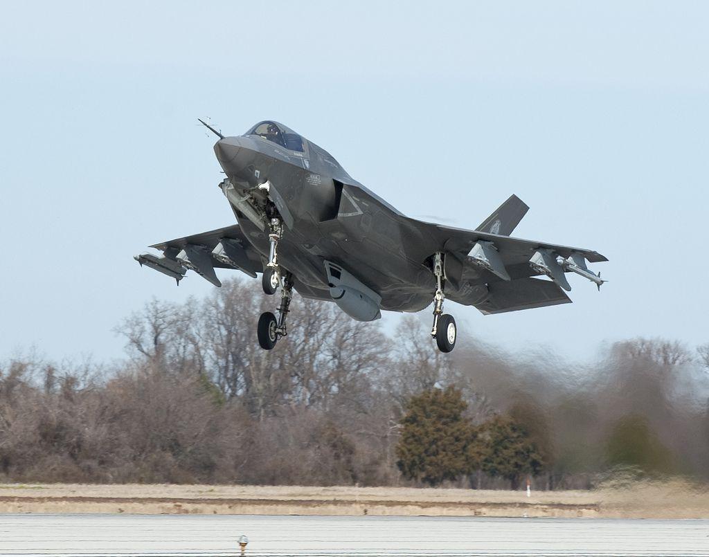 F-35 abbattuto da un vecchio F-16 in uno scontro simulato