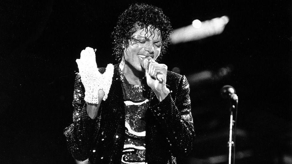 Michael Jackson, il guanto bianco all'asta per 20mila dollari