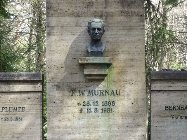 F.W. Murnau tomba profanata