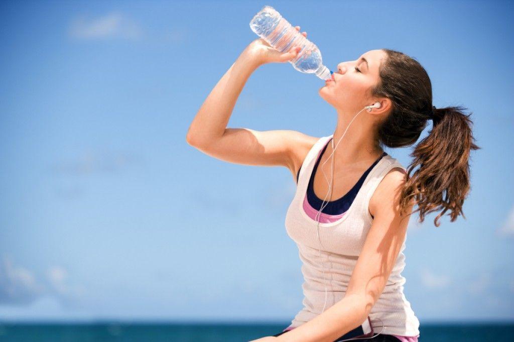 Gli effetti dell'idratazione sull'organismo: l'acqua migliora l'umore