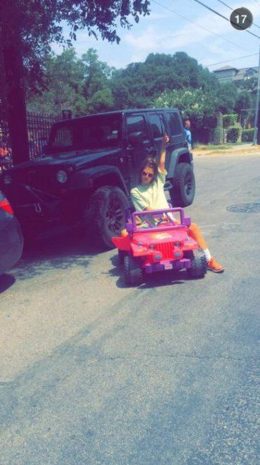 Guida la Jeep di Barbie: la sua risposta al ritiro della patente