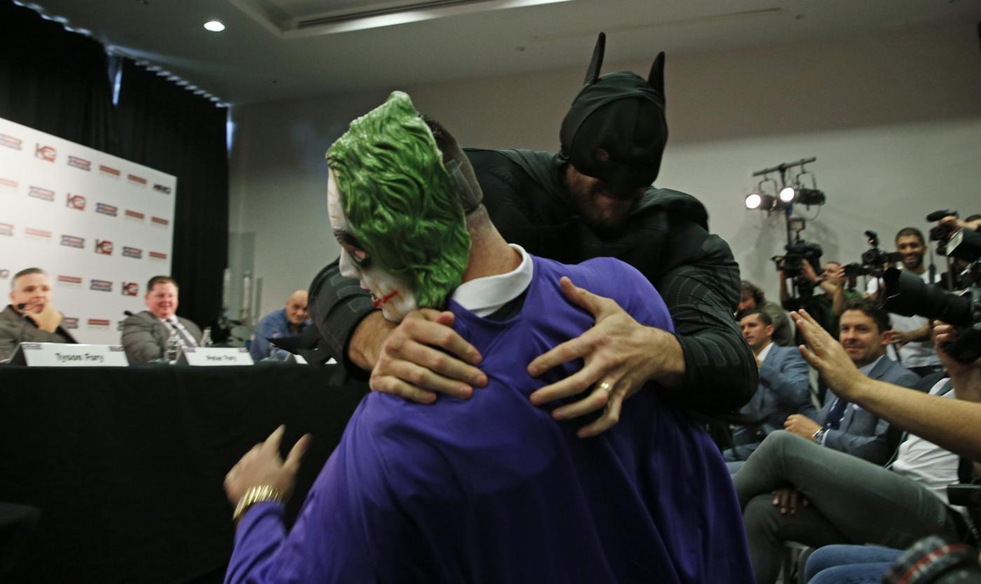 Boxe, Tyson Fury si veste da Batman e combatte Joker