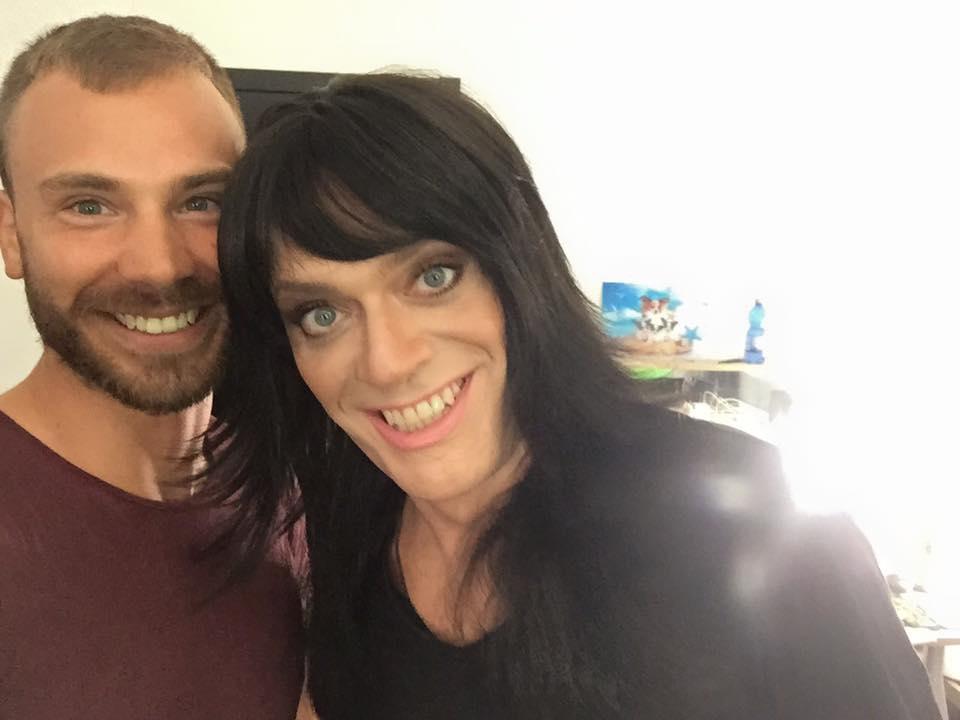 Max Pezzali drag-queen Facebook