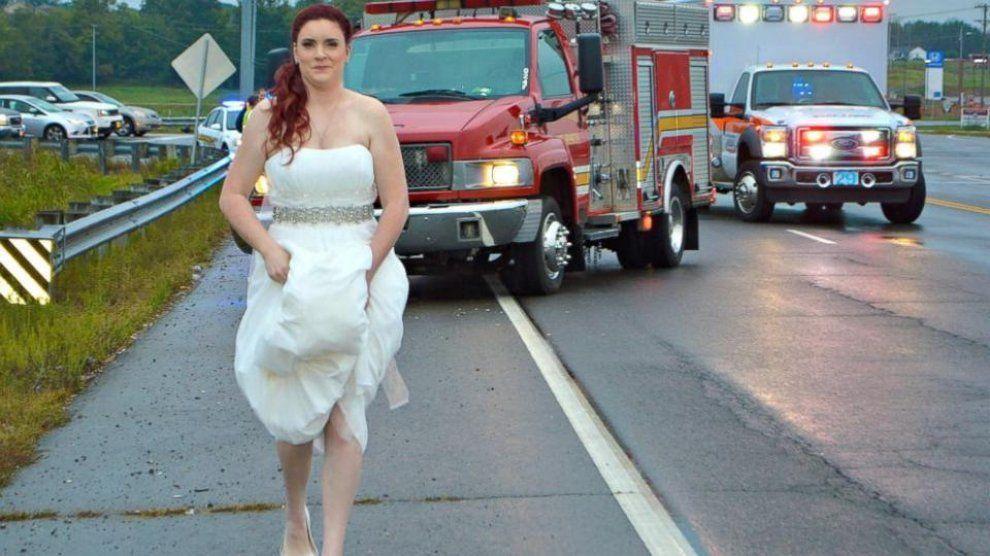 Sposa paramedico lascia la cerimonia di nozze per soccorrere feriti